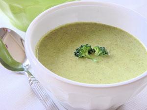 крем-суп из брокколи и корня петрушки - хороший источник кальция на обед