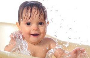 купая детей, можно незначительно понижать температуру воды