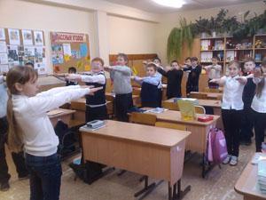 зарядка в классе - хороший способ разнообразить обучение