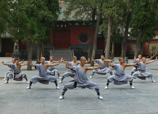 занятия цигуном в китайском монастыре