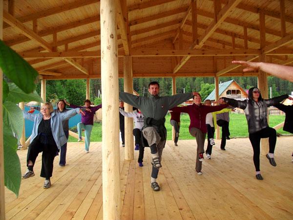 тренинг китайской гимнастики для тела в Новосибирске летом 2014 г.