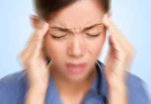 головная и мышечные боли, повышение давления - основные симптомы переизбытка витамина D
