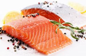 кусок красной рыбы содержит суточную дозу витамина D