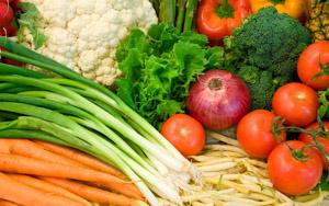 полезное применение зеленого лука вместе с другими овощами