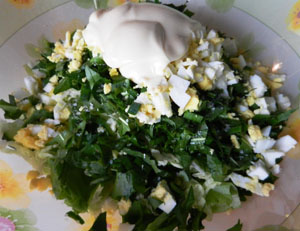 салат из листьев одуванчика со сметаной богат витамином D