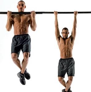обратный хват перераспределяет нагрузку с мышц спины на бицепсы
