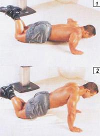 отжимания с опорой на колени - подготовительный этап к полным отжиманиям