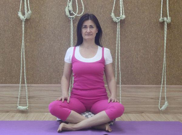 сукхасана - наиболее удобная поза для медитации
