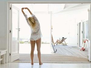 утренняя зарядка способствует похудению и улучшает сон