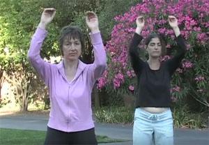 третье поворотное упражнение развивает плечевой пояс, влияет на сердце и легкие